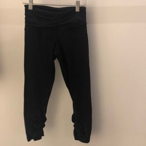 Lululemon black crop legging, sz 4, 64257